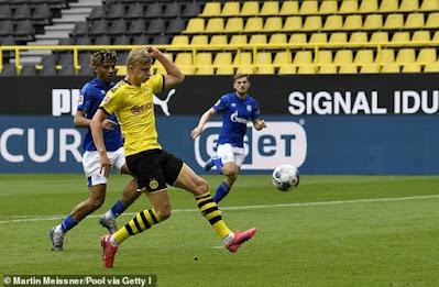 Video Dortmund 4-0 Schalke 04: Đại tiệc 4 bàn, Haaland rực sáng