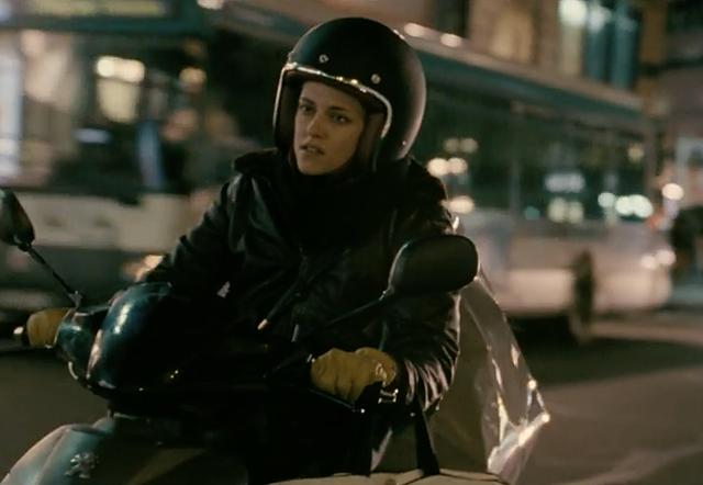 Kristen Stewart sur sa moto sillonnant Paris dans Personal Shopper