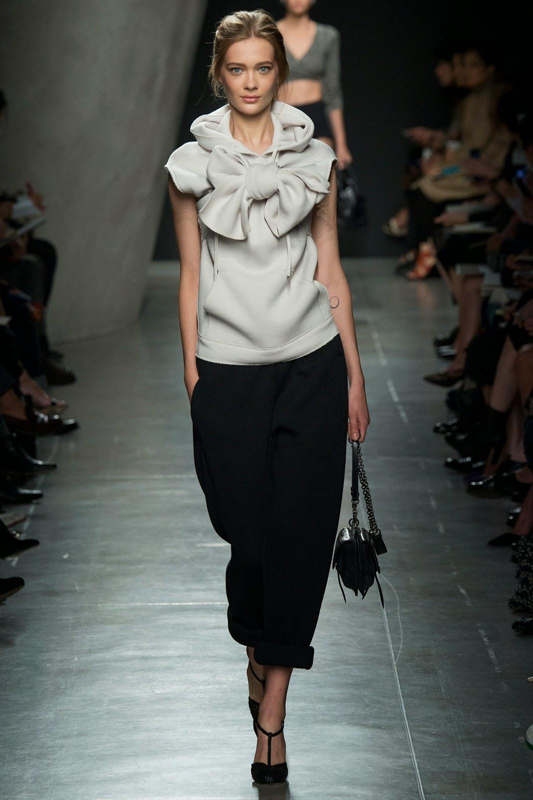 44074be4fd0 Fashion Runway   Bottega Veneta Spring 2015 Ready-to-Wear   Cool ...