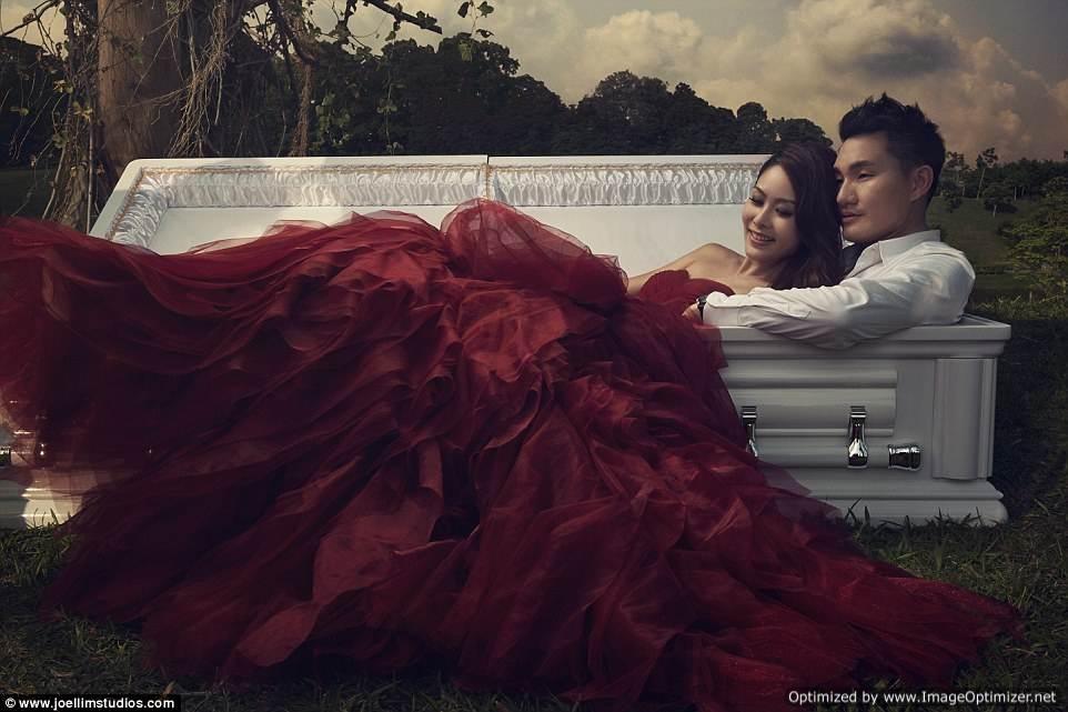 Coffin couple