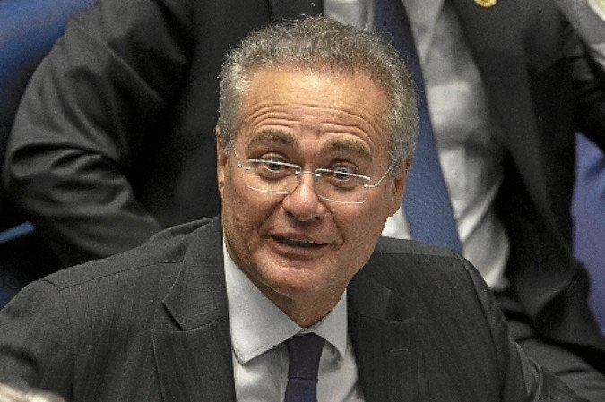 Renan Calheiros aplaude Bolsonaro  pelo desmonte do combate à corrupção