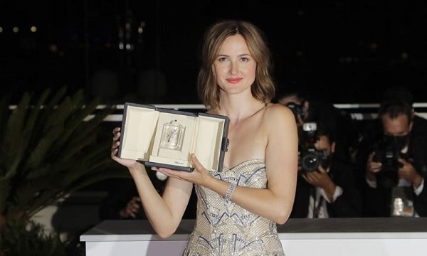 Julia Dakarnau becomes second female filmmaker to win the biggest award ever — Photo: AP