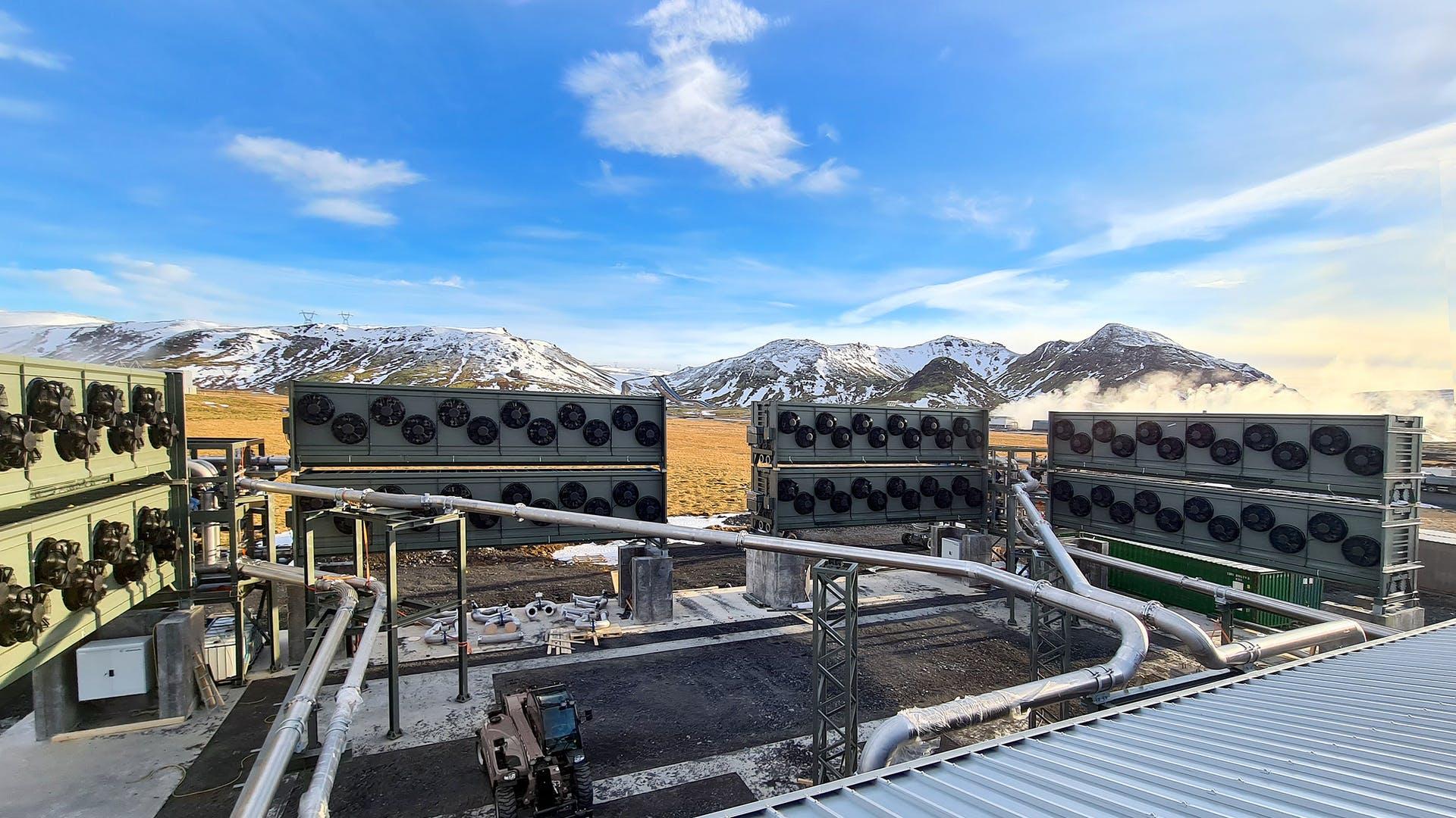 TERRAFORMANDO: Máquina de sucção de carbono ligada na Islândia, removerá 4.000 toneladas de CO2 da atmosfera a cada ano, prejudicando florestas tropicais e plantações de alimentos