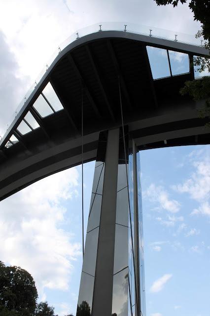 Вид снизу на мост Кличко