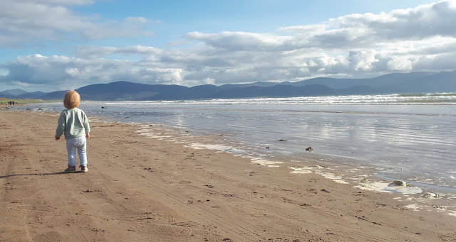 kaipuu, irlanti, irlantikaipuu, paluumuutto, ranta, hiekkaranta, Irlanti, Kerry, Inch Beach, vuoret, kaunis maisema, lapsi rannalla