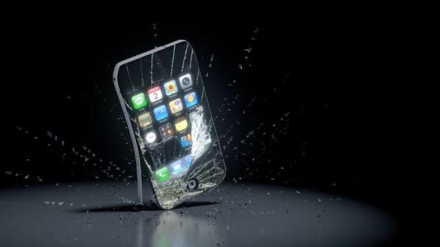 أبل تحذر مستخدميها الأجهزة القديمة وتدفعهم إلى تحديث هواتفهم على الفور