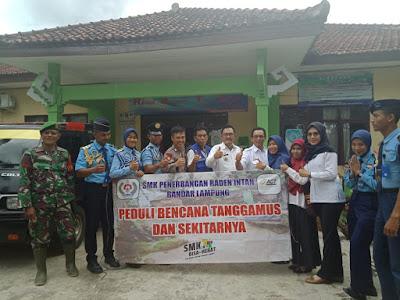 SMK Penerbangan Radin Intan Lampung Salurkan Bantuan Banjir Tanggamus
