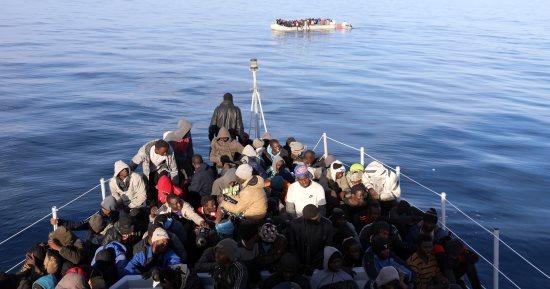 تفاصيل مصرع 50 شخص غرقا  قرب ليبيا من بينهم مصريين