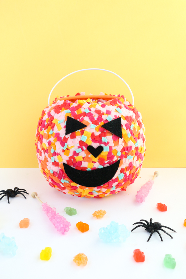 Easy DIY Colorful Confetti Pumpkin Baskets - Kids craft - Easy craft - halloween - trick or treating craft - halloween craft ideas
