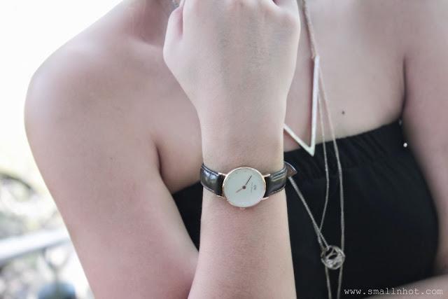 Đồng hồ Daniel Wellington Rose Gold dây đen/nâu rất phù hợp với màu da trắng