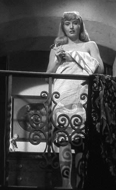 Double indemnity femme fatale essay