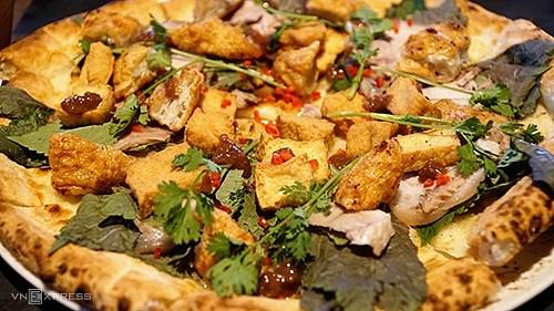 Pizza bún đậu mắm tôm đã có mặt ở Việt Nam