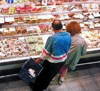 El proyecto de ley que se anunciará contempla que, cuando compren alimentos o bebidas que integren un listado, les devuelvan parte del Impuesto al Valor Agregado.