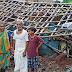 लगातार हो रही बारिश के कारण एक परिवार का घर गिरा