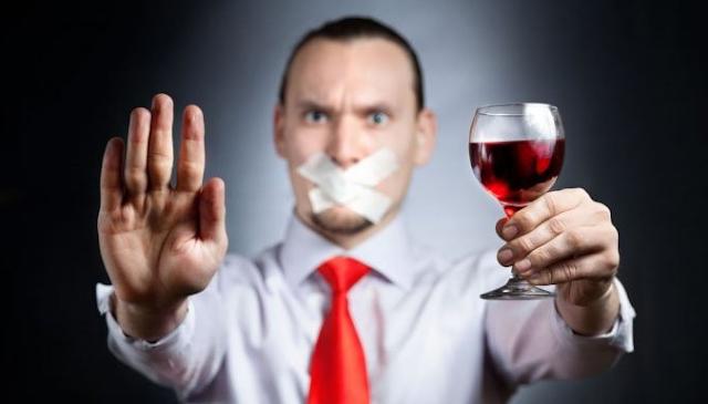 Anda suka meminum alkohol Sebaiknya segera Anda hentikan karena berbahaya bagi kesehatan Anda