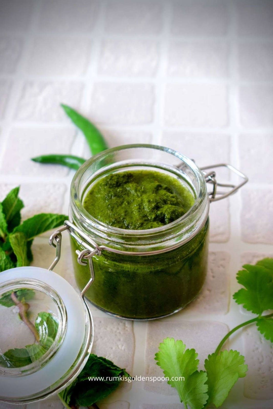chutney recipe, green chutney, hari chutney, hari chutney recipe, recipe for green chutney, green chutney recipe, green chutney for chaat, green chutney recipe, green chutney recipe for chaat, green chutney sandwich, how to make green chutney, green chutney for bhel, coriander mint cutney, dhaniya pudina ki chutney, chutney for chaat, Indian chutney recipe, chaat recipes, recipes for chaat, recipes of chaat, Rumki's Golden Spoon