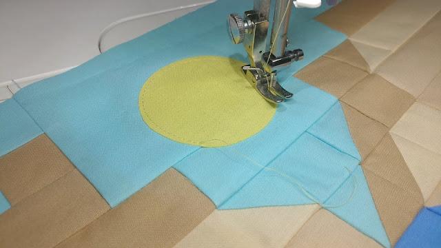 Raw edge applique circle on quilt block