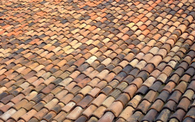 https://bhisau.wordpress.com/2016/04/22/tips-choosing-roof-tile-for-your-home/