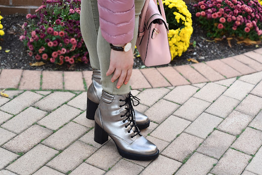 Puffer coat, denim, pink bag and metallic boots __ for perfect fall outfit