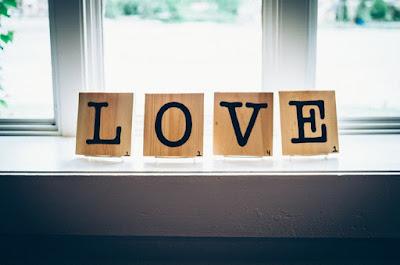 8 Tanda-Tanda Kamu Jatuh Cinta Pada Orang yang Tepat