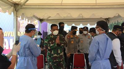Pangdam III/Slw Terus Tinjau Lokasi Penyekatan PPKM Darurat di Wilayah Bandung Raya