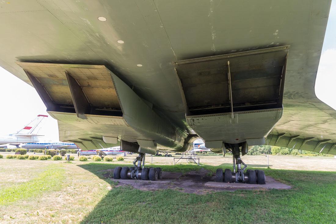 Самолёт Ту-144 силовая установка спереди