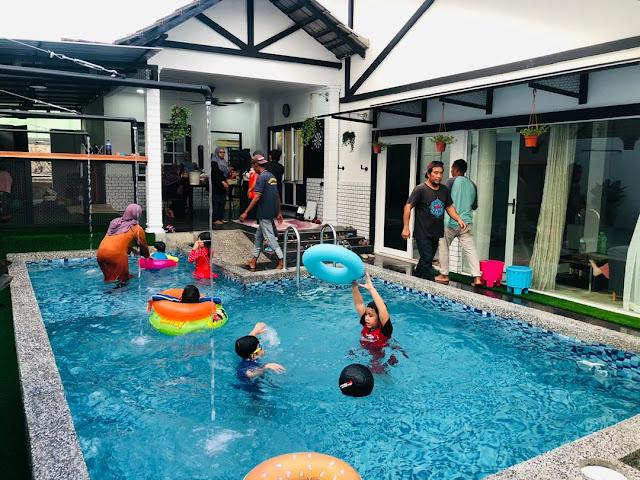 Swimming Pool yang terdapat di Ziyad Stellar Guest House Melaka