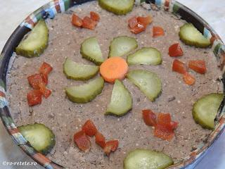 Pate de pui reteta traditionala de casa taraneasca fara e-uri si conservanti preparat cu ficat pasare ceapa ulei oua sunca afumata retete aperitive mancare,