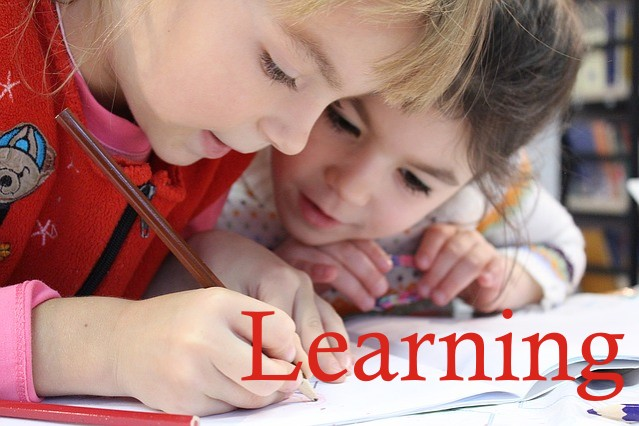 Gambar Anak Sedang Belajar