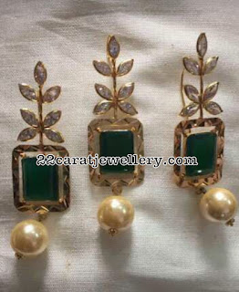 18 Carat Gold Pendant with Earrings Gallery