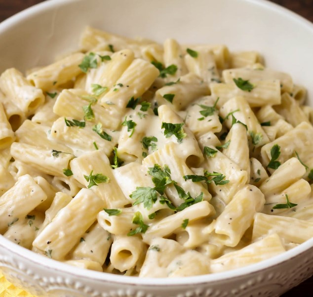 CREAMY GARLIC PENNE PASTA #dinner #pastarecipe