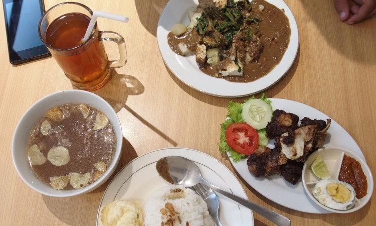 24 Minuman & Makanan Khas Surabaya yang Wajib Anda Coba