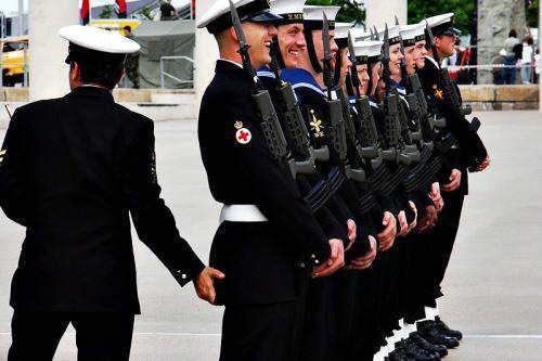 https://i0.wp.com/1.bp.blogspot.com/-owQ162euIzE/TWVRWiegXuI/AAAAAAAAAwI/XqImfoDXv2Q/s1600/gay-militar.jpg