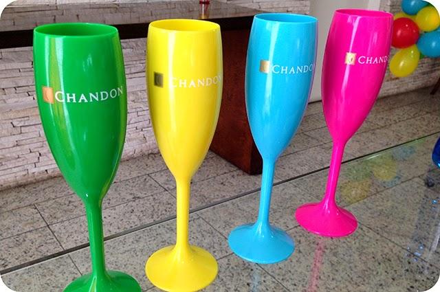 Taças Coloridas da Chandon para Festa na Piscina