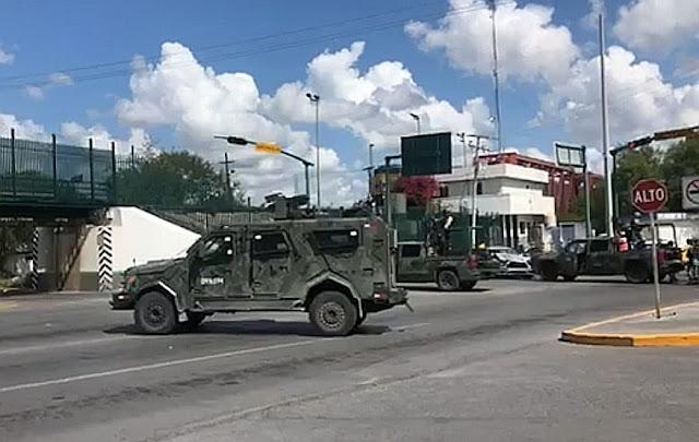 Por no dar paso a Convoy de Militares Charger se estampa contra camioneta llevaban hasta SANDCAST en Nuevo Laredo