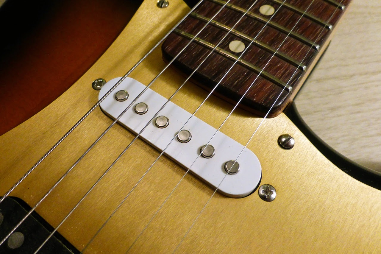 gold anodized aluminum pickguard, slot screw, el cheapo pickup, Partsocaster, James Aoyama Custom