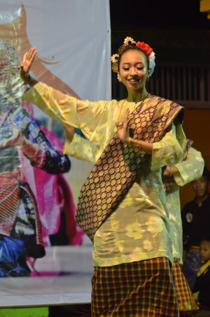 Tari Danggong di Festival Pulau Penyengat 2019