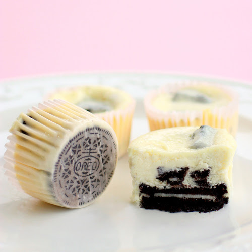 SWEET COOKIES AND CREAM CHEESECAKES