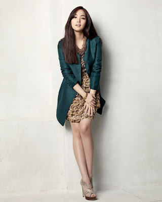 Mini golden dress manis Park Min Young