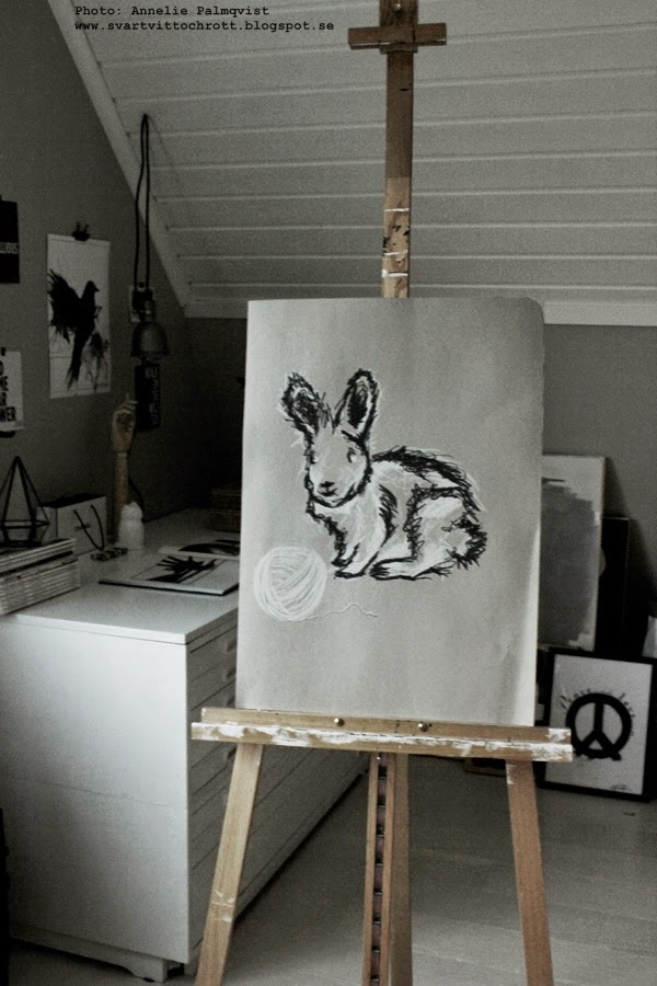 handmålade tavlor, tavla med namn, personlig tavlor, kanin, doppresent, doppresenter, present till dopet, tavla med kaniner, svart och vitt, svartvita, kaninen, namntavla, namntavlor, barntavla, barntavlor,