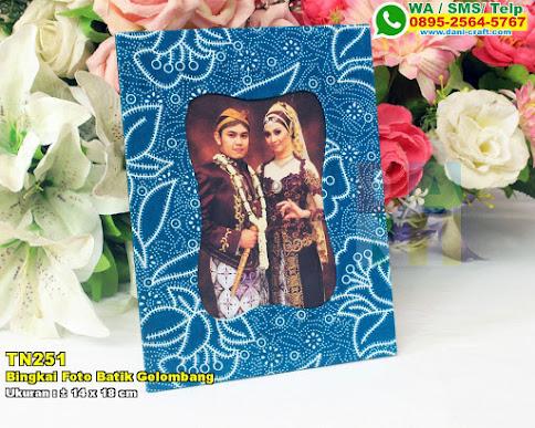Bingkai Foto Batik Gelombang