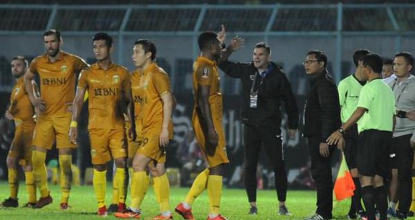 Simon McMenemy Soroti Kepemimpinan Wasit dan Permainan 'Kasar' Arema FC
