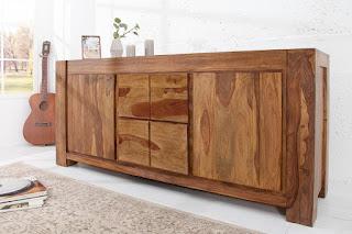 Luxusní komoda z masivního dřeva.
