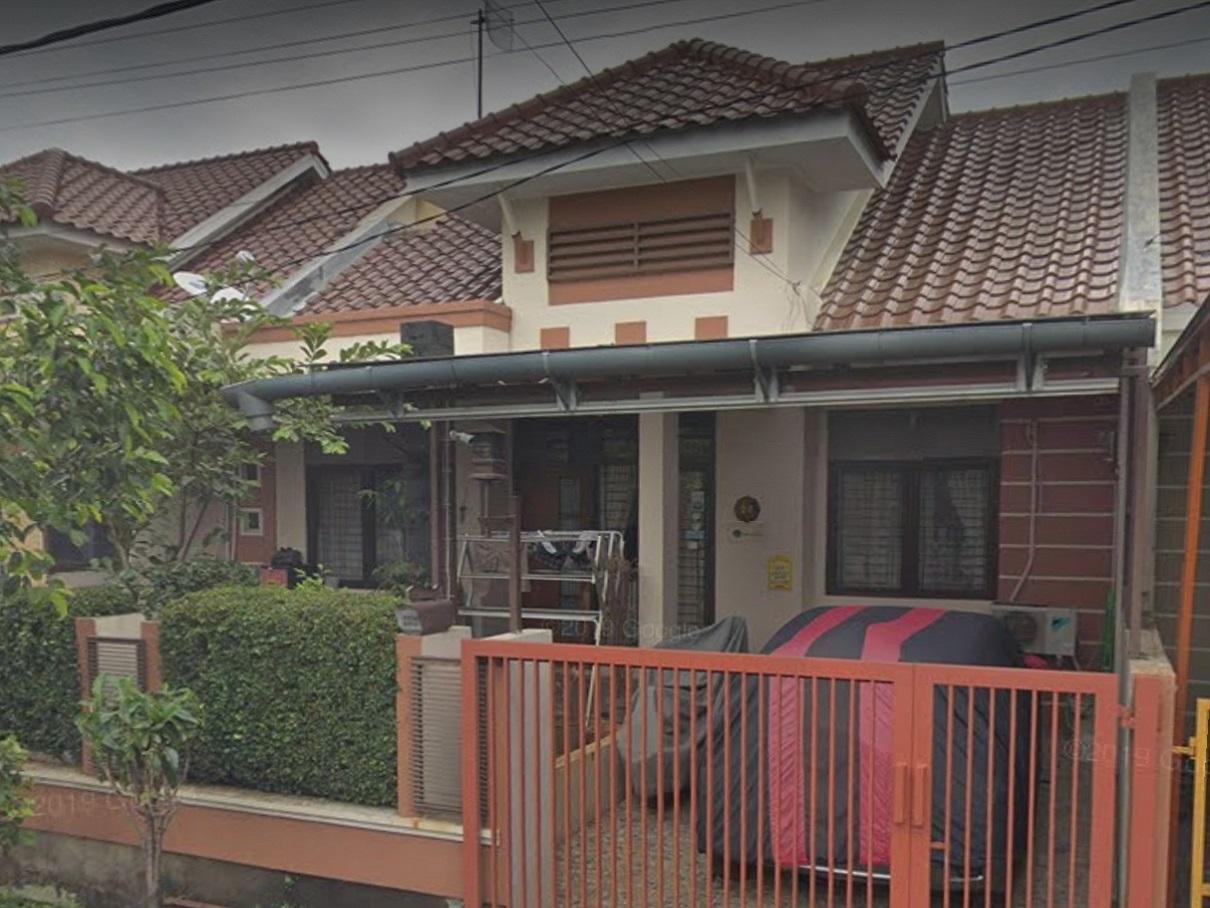 Lokasi proyek bangun tingkat kamar tidur utama di LT.2 milik Bapak Heince Santoso di Jl bambu Apus Taman Yasmin, Bogor, 2012(foto via Google view street@2019)
