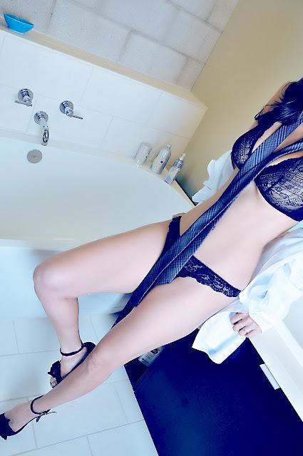 Sunny Leone - Bathroom Hot Photo Shoot 2013 Stills Hd-7189