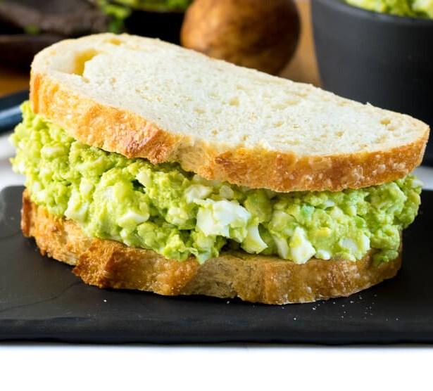 HEALTHY AVOCADO EGG SALAD – MAYO FREE #vegetarian #protein
