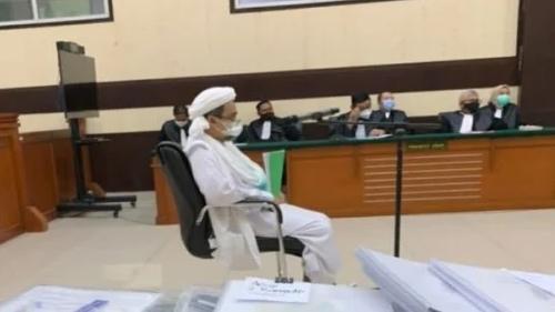 Habib Rizieq Disebut Kena Mental Gegara Kebanyakan Chat Mesum: Di Persidangan Malah…