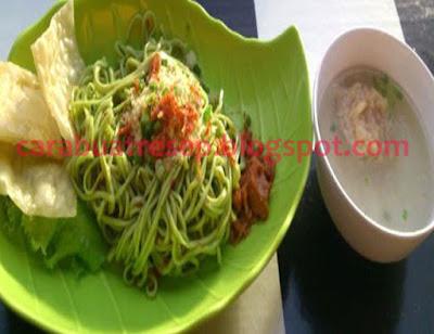Foto Mie Kuah Hijau Sawi Ayam Jamur Kerupuk Pangsit