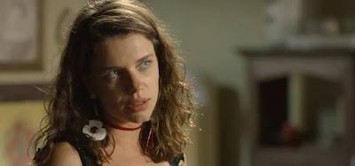 Lourdes Maria (Bruna Linzmeyer) deixará Serro Azul para trabalhar na capital paulista