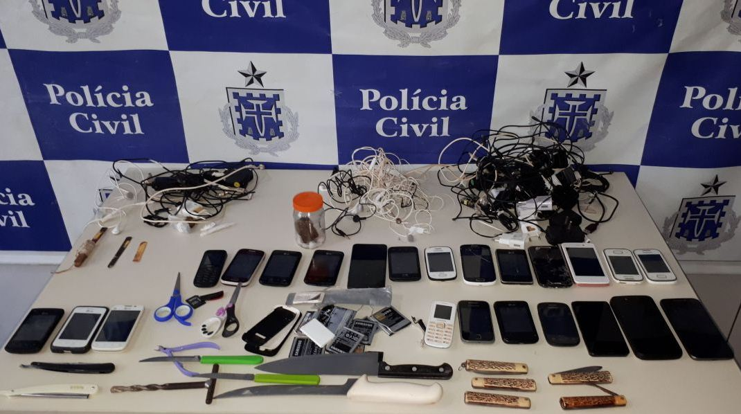 s u00f3 em ilh u00e9us policias militar e civil apreendem 23 celulares  canivetes  facas navalhas  serras Personas Con Record Policial Record Policial Estados Unidos
